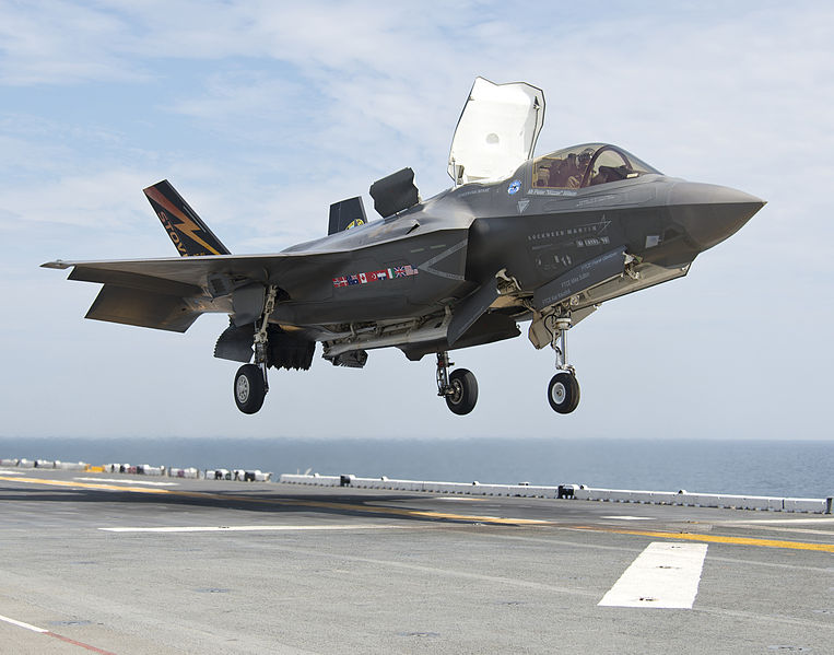 F-35B_Lightning_II_aircraft_lands_aboard_the_amphibious_assault_ship_USS_Wasp_(LHD_1)