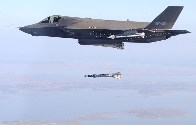 F-35B_test_dropping_a_bomb