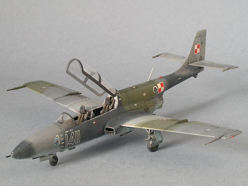 TS-11 Iskra Expert Set, gotowy model 1/72